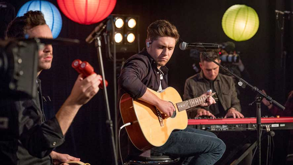 Niall Horan sings for Children in Need